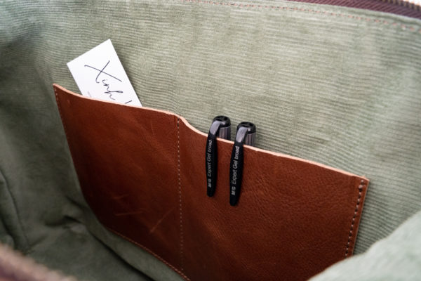 Xinh Weekender Bag: Interior Slip Pockets